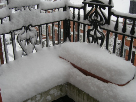 balcony-snow-feb-09